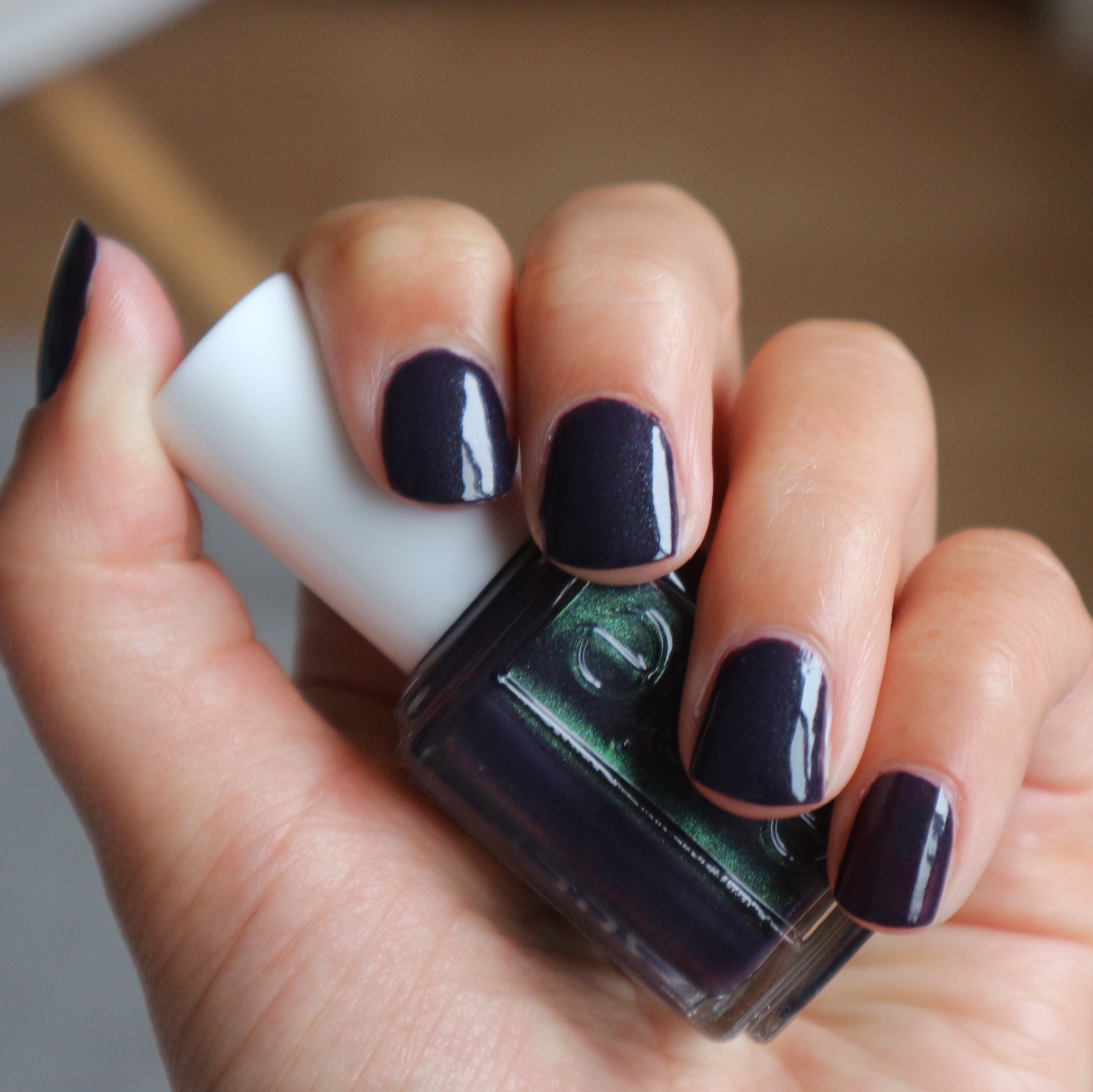 Essie Fall 2017 Dressed to the nineties